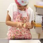 お菓子教室 りんごの皮むき